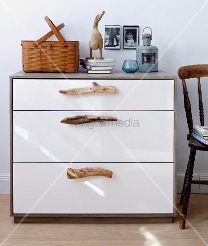 moderne kommode mit griffen aus treibholz bild kaufen living4media. Black Bedroom Furniture Sets. Home Design Ideas