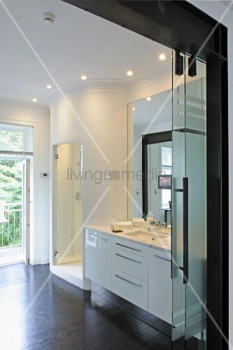 modernes badezimmer bild kaufen living4media. Black Bedroom Furniture Sets. Home Design Ideas