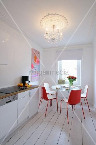 helle k che mit essbereich bild kaufen living4media. Black Bedroom Furniture Sets. Home Design Ideas