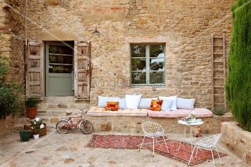 gemauerte sitzbank im garten – usblife, Garten ideen