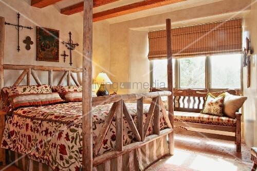 Large bed in southwest style bedroom bild kaufen for Southwest beds
