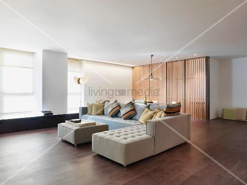 Loft Style Interior With Classic Corner Sofa Bild Kaufen Living4media
