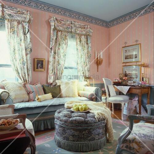 Wohnzimmer im französischen Stil eingerichtet – living4media