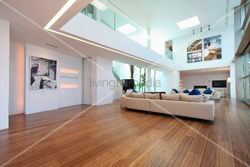 Modern living room with hardwood floors and catwalk bild for Catwalk flooring