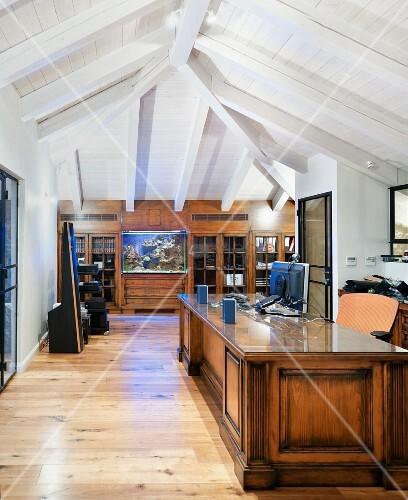 home office in an attic bild kaufen living4media. Black Bedroom Furniture Sets. Home Design Ideas