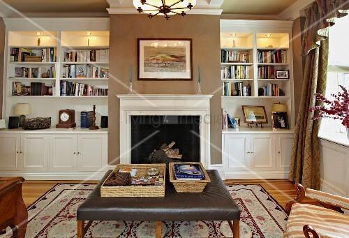 klassische einbauregale und kamin im eleganten wohnraum. Black Bedroom Furniture Sets. Home Design Ideas