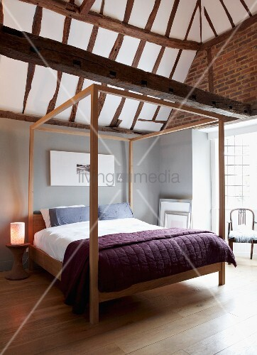 Minimalist canopy bed in modern bedroom with rustic half for Minimalist rustic bedroom