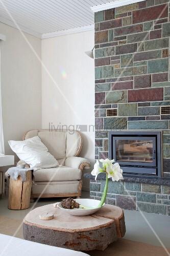 gem tlicher ohrensessel unterschiedlich dicke baumst mme als couch oder beistelltisch und mit. Black Bedroom Furniture Sets. Home Design Ideas