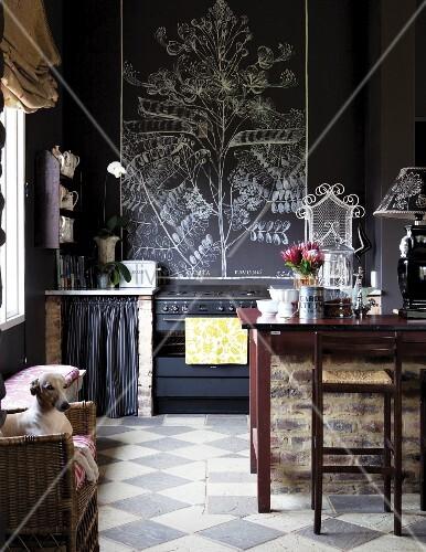 vintage k che mit dunkler wand und schachbrettmusterboden bild kaufen living4media. Black Bedroom Furniture Sets. Home Design Ideas