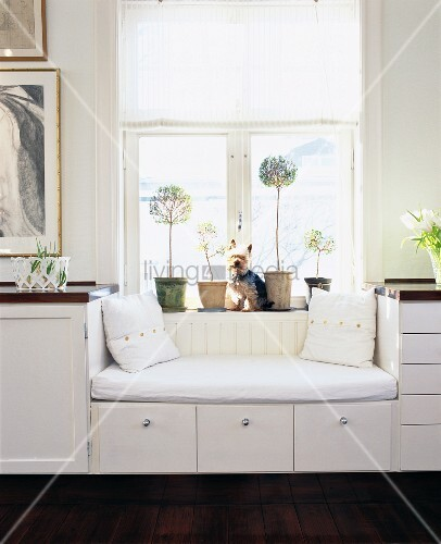 sideboard mit eingebautem sofa unter dem fenster bild. Black Bedroom Furniture Sets. Home Design Ideas