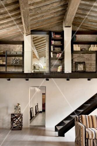 landhaus treppe galerie die neuesten innenarchitekturideen. Black Bedroom Furniture Sets. Home Design Ideas
