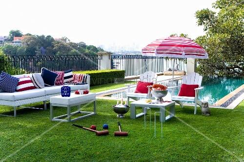 weisse outdoorm bel mit accessoires in farben der. Black Bedroom Furniture Sets. Home Design Ideas