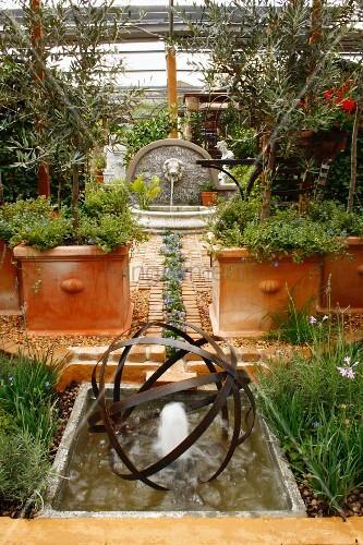 mediterrane gartenanlage mit terrakottat pfen blaue. Black Bedroom Furniture Sets. Home Design Ideas