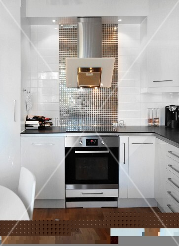 moderne wei e einbauk che mit edelstahl dunstabzug und. Black Bedroom Furniture Sets. Home Design Ideas