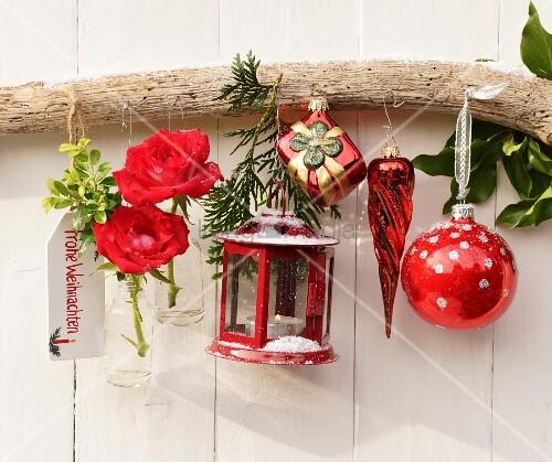 Weihnachtliche wanddeko mit laterne bl ten for Glaspokal deko