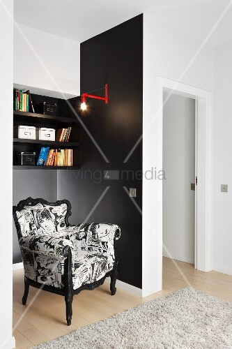 postmoderner sessel mit schwarz weissem bezug in schwarz. Black Bedroom Furniture Sets. Home Design Ideas
