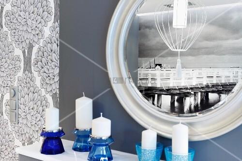 Fototapete mit der abbildung einer historischen landungsbr cke als reflexion in rundem spiegel - Kuchenspiegel mit fototapete ...