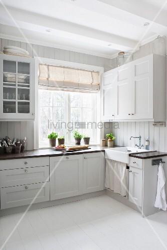 Skandinavische Landhausküche weiße skandinavische landhausküche mit nostalgischem flair bild