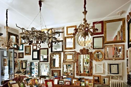 verschiedene bilderrahmen und spiegelrahmen im. Black Bedroom Furniture Sets. Home Design Ideas