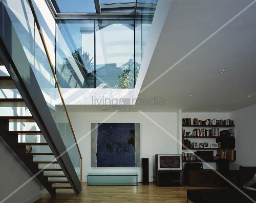 treppe unter offenem deckenausschnitt im modernen wohnraum bild kaufen living4media. Black Bedroom Furniture Sets. Home Design Ideas