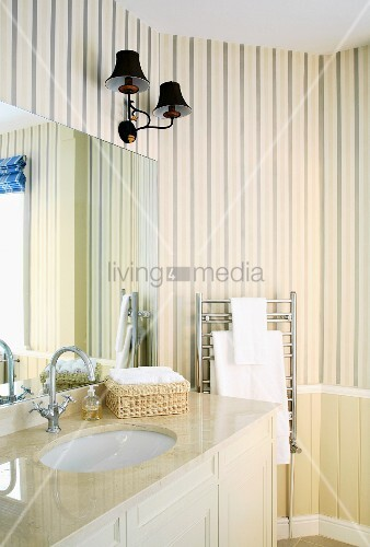 cremefarbenes badezimmer im traditionellen stil mit. Black Bedroom Furniture Sets. Home Design Ideas