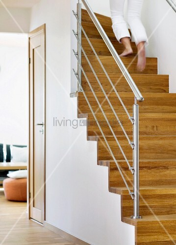 eine treppe im haus bild kaufen living4media. Black Bedroom Furniture Sets. Home Design Ideas
