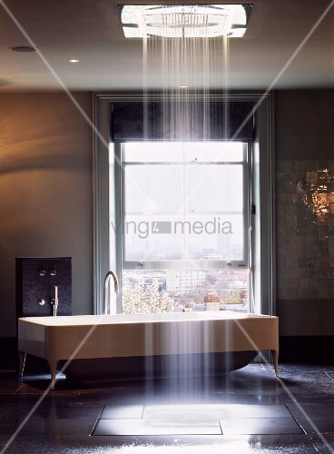 Bodengleiche Dusche Podest : Offene Dusche Im Schlafzimmer : Offene Dusche mit Wasserschauer aus