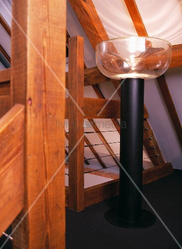 massive stehlampe unter dachschr ge bild kaufen. Black Bedroom Furniture Sets. Home Design Ideas