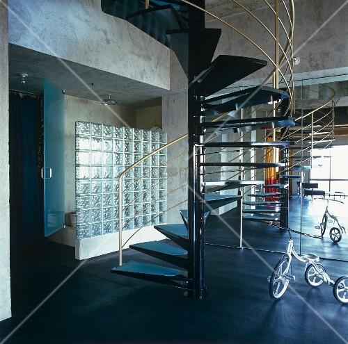 offener wohnraum mit wendeltreppe aus metall vor. Black Bedroom Furniture Sets. Home Design Ideas