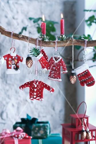Weihnachtsstimmung am ast h ngende weihnachtsdeko und - Weihnachtsdeko ast ...