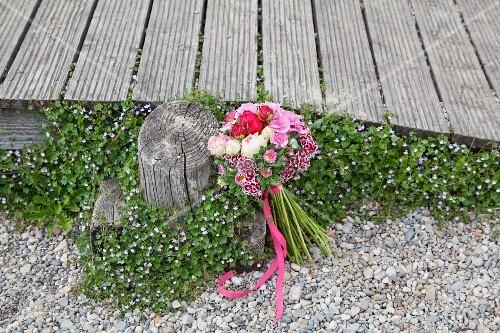 bouquet mit bartnelken rosen astern und hortensien. Black Bedroom Furniture Sets. Home Design Ideas