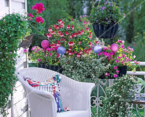 balkon in rosa hellblau mit fuchsien bild kaufen. Black Bedroom Furniture Sets. Home Design Ideas