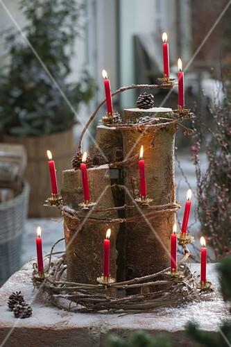 Weihnachtliche deko auf der terrasse aus baumst mmen for Deko auf terrasse