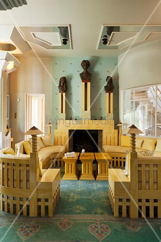 massgefertigte sofas und tische aus holz drei s ulen mit. Black Bedroom Furniture Sets. Home Design Ideas