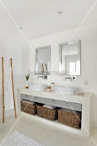 gemauerter waschtisch mit aufsatzbecken und k rben bild kaufen living4media. Black Bedroom Furniture Sets. Home Design Ideas