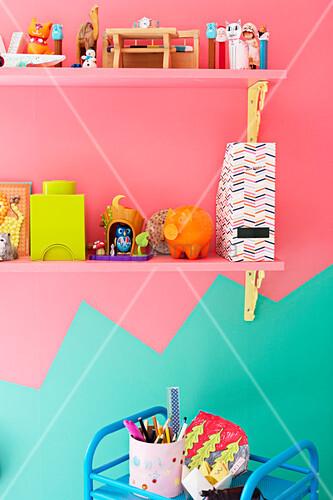 Zweifarbig gestaltete wand in mint und pink im for Kinderzimmer mint