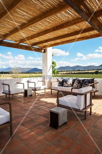 lounge auf der dachterrasse mit sonnenschutz und. Black Bedroom Furniture Sets. Home Design Ideas