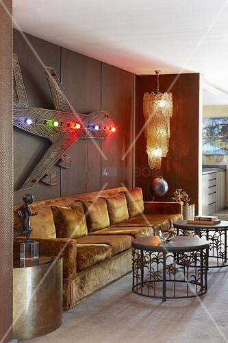 kronleuchter aus murano glas wandskulptur ma gefertigtes sofa mit samtbezug runde tische und. Black Bedroom Furniture Sets. Home Design Ideas