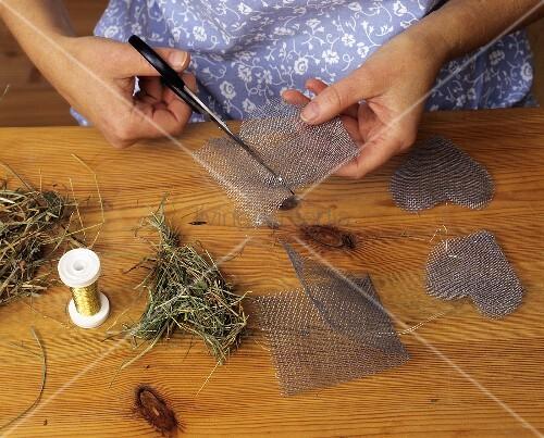 deko selbermachen ausschneiden von herzen aus. Black Bedroom Furniture Sets. Home Design Ideas