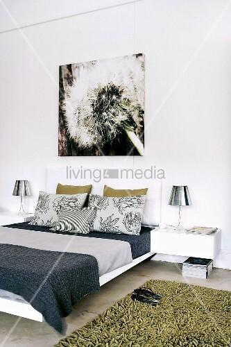 schlafzimmer mit wandbild bild kaufen living4media. Black Bedroom Furniture Sets. Home Design Ideas