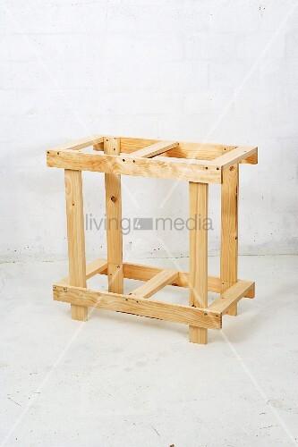 klappbaren holztisch selber bauen unterteil bild kaufen living4media. Black Bedroom Furniture Sets. Home Design Ideas