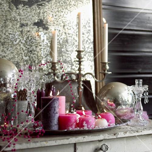 weihnachtsdeko kerzen kerzenst nder und perlenkette. Black Bedroom Furniture Sets. Home Design Ideas