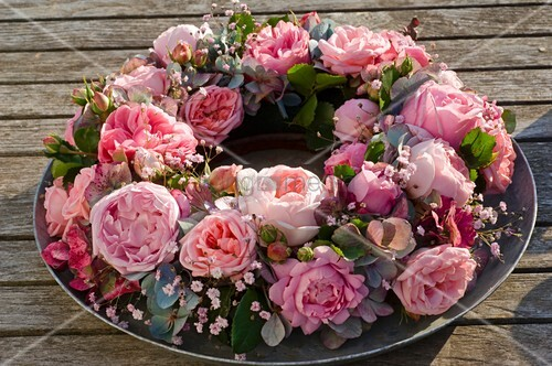 rosen hortensien kranz mit schleierkraut bild kaufen. Black Bedroom Furniture Sets. Home Design Ideas