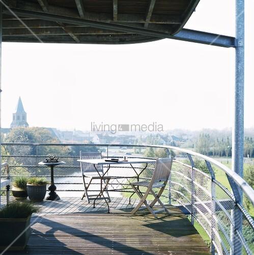 moderne m blierte terrasse aus verzinkten stahltr gern. Black Bedroom Furniture Sets. Home Design Ideas