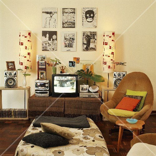 jugendzimmer mit retro sessel stereoanlage und fernseher. Black Bedroom Furniture Sets. Home Design Ideas