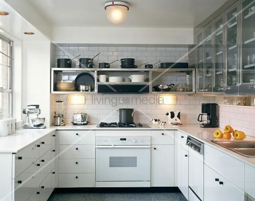 wei e einbauk che mit edelstahlschr nke und gasherd bild kaufen living4media. Black Bedroom Furniture Sets. Home Design Ideas