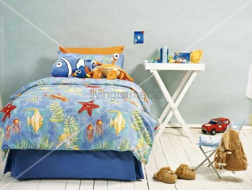 Bett im kinderzimmer bild kaufen living4media for Bett kinderzimmer