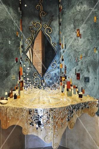 waschtisch ausgelegt mit spiegelmosaiksteinen bild. Black Bedroom Furniture Sets. Home Design Ideas