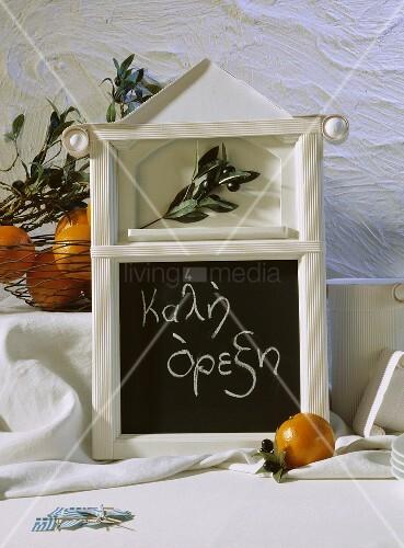Guten appetit auf griechisch bild kaufen living4media - Griechische tischdekoration ...
