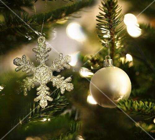 geschm ckter weihnachtsbaum ausschnitt bild kaufen. Black Bedroom Furniture Sets. Home Design Ideas